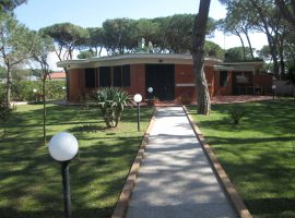 Villa in vendita a Baia Domizia Centro - 66597333