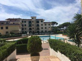 Appartamento in vendita a Baia Domizia Centro in parco con piscine - 66655423