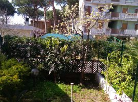 Villa in vendita in viale degli Oleandri a Baia Domizia Centro - 72505142